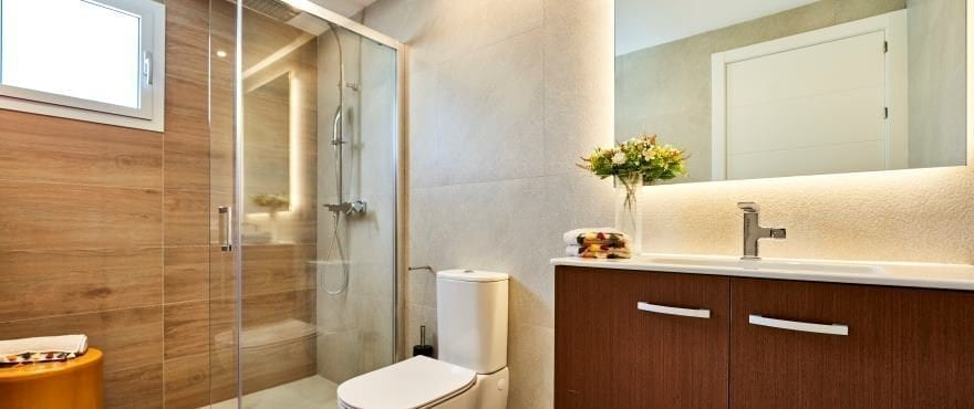 Full bathroom at the new apartments for sale at Canyamel Pins