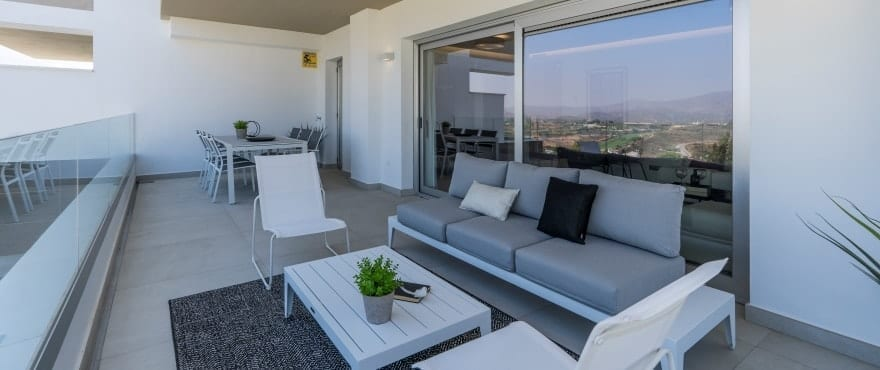 Apartments with large terraces and panoramic views of the golf course and the mountains of Mijas
