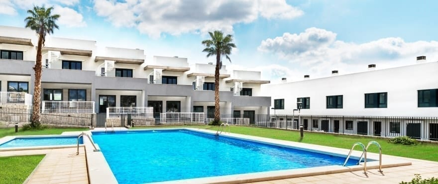 Townhouses in Elche, Alicante: New 3 bedroom townhouses for sale, 15 minutes from Alicante