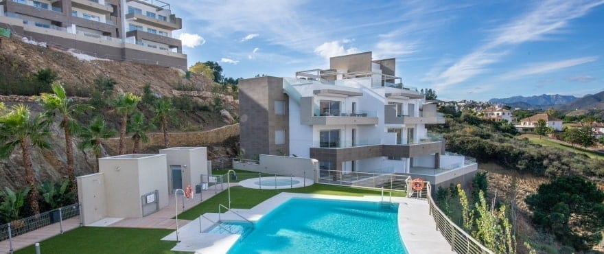 Grand View: Apartments for sale with communal pool in La Cala Golf Resort